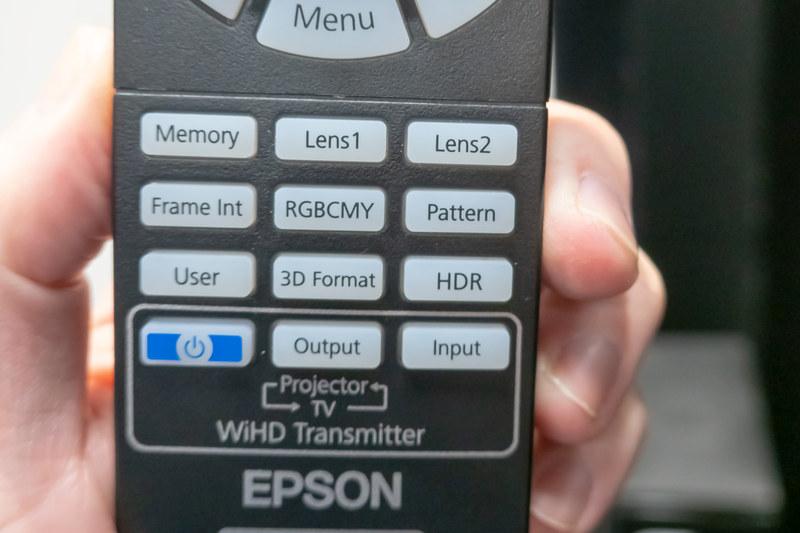 リモコン下部に「HDR」ボタンを設置