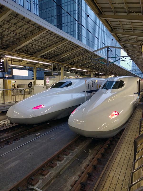 博多行きの新幹線「のぞみ」