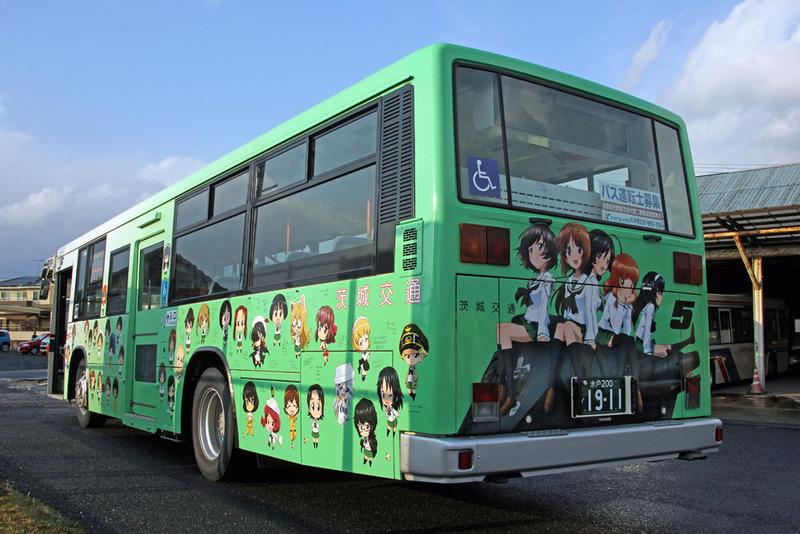 """「ガルパンバス5号車」<br><span class=""""fnt-70"""">(C)GIRLS und PANZER Finale Projekt</span>"""