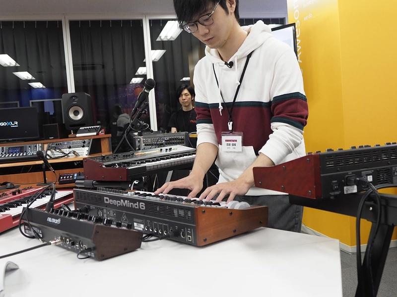 behringer製品を、テレビやゲーム音楽のアレンジャーである齋藤優輝氏がデモ