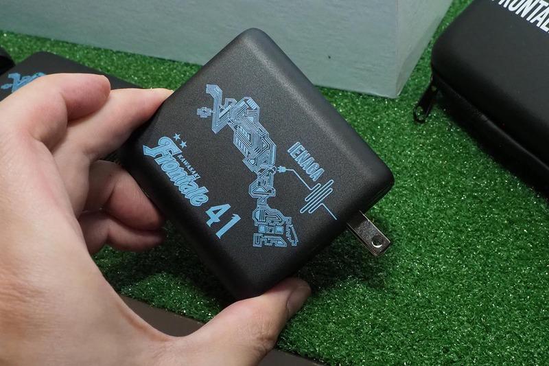 コラボ製品のUSB充電器