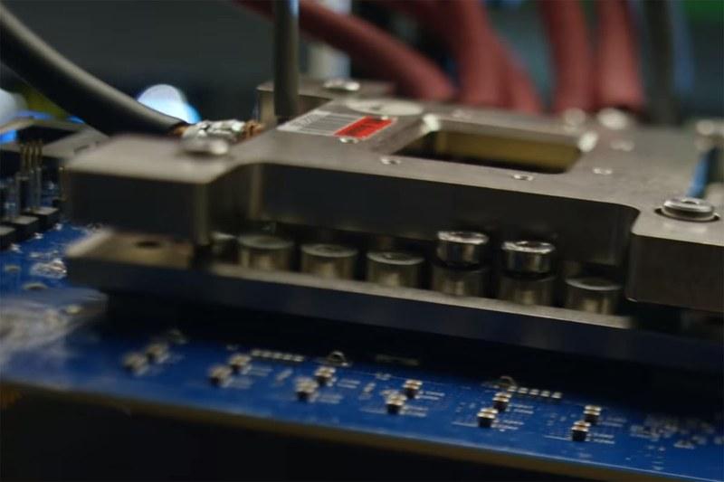 紹介映像の中には基板やプロセッサを写したようなシーンも