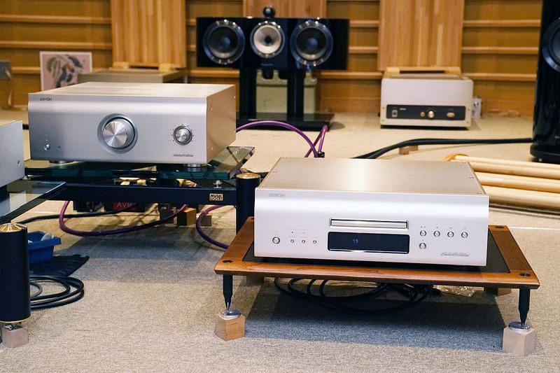 左からプリメインアンプ「PMA-SX1 LIMITED」、SACDプレーヤー「DCD-SX1 LIMITED」