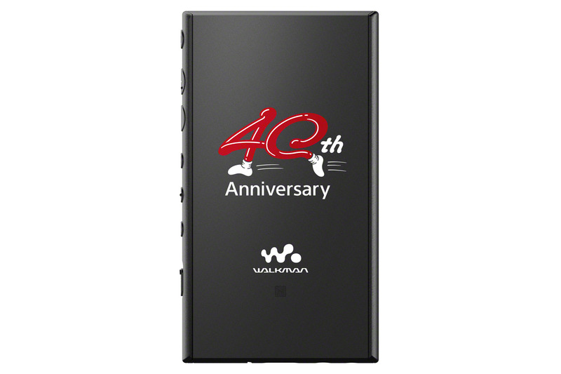 A105自体にも、背面に40周年特別ロゴを印刷
