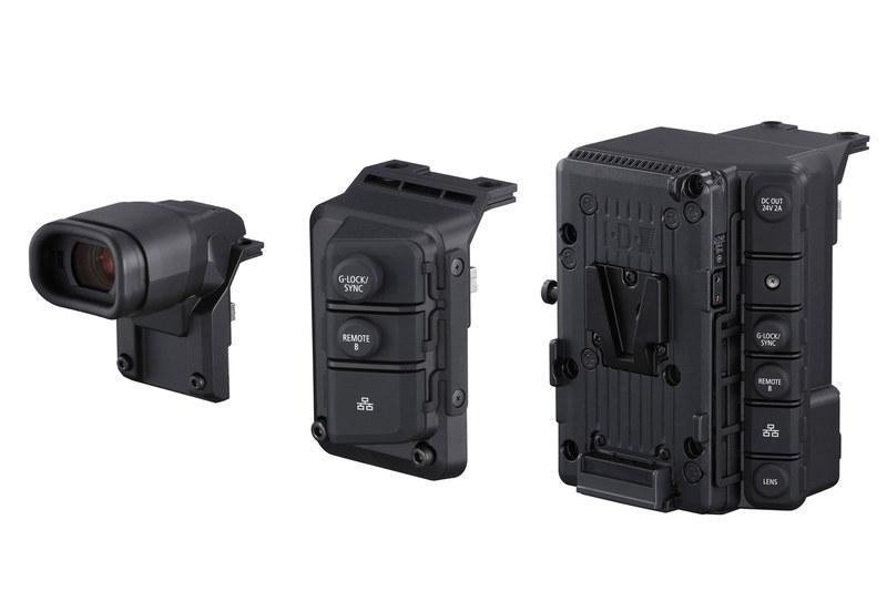 写真左からEVF「EVF-V50」、拡張ユニット「EU-V1」、「EU-V2」。全てオプション