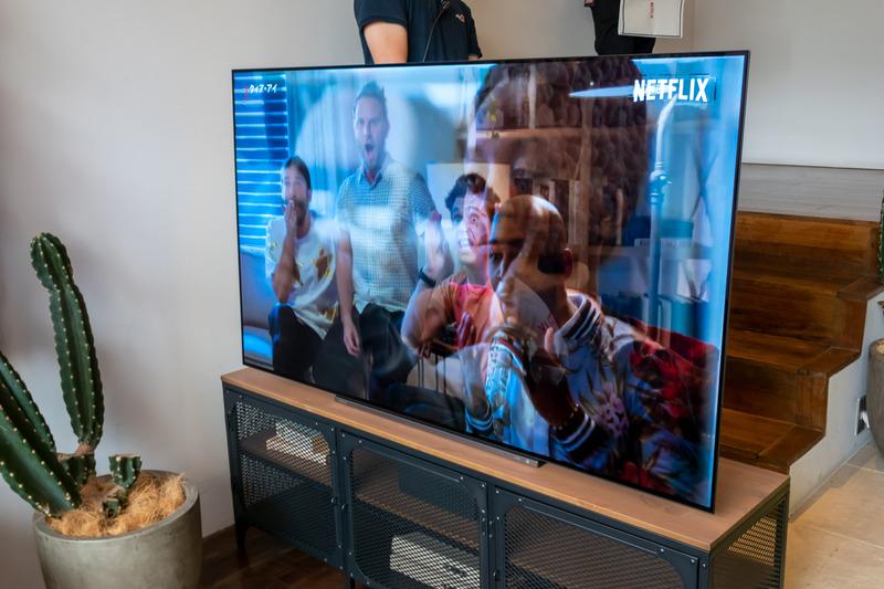 会場には、Netflixを搭載する各社の最新テレビも設置(写真はREGZA)