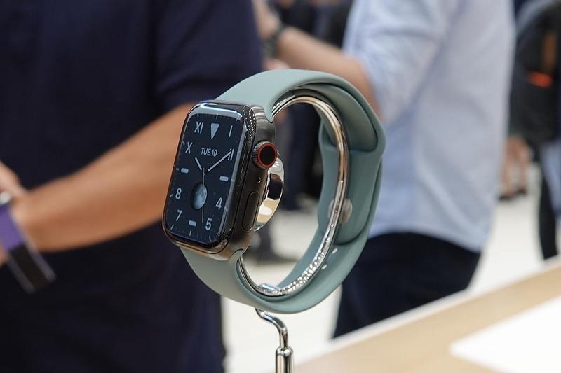 Apple Watch Series 5・スペースブラックチタニウム