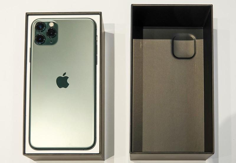 箱にはカメラの方を面に入っていて、上箱にカメラが収まるよう、凹みまである