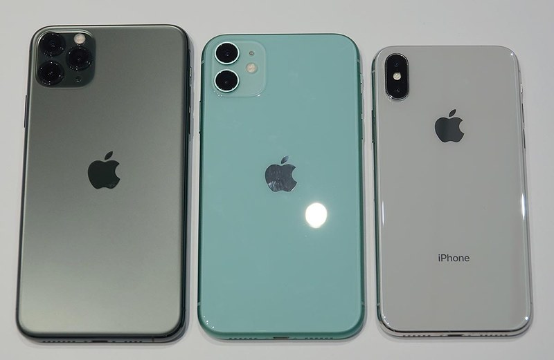 左からiPhone 11 Pro Max、iPhone 11、iPhone X