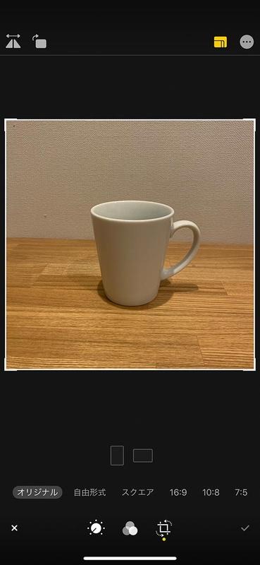 iPhone XS Maxで「スクエア」撮影した写真。1:1の画角でしかデータが残っていないので、フレームの周囲はもちろん「黒」