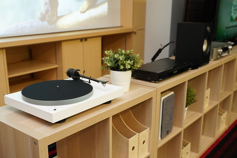 Phono入力も備え、レコードプレーヤーとも連携できる