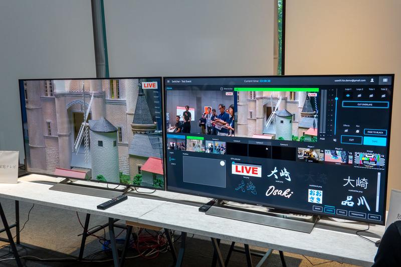 左のディスプレイが視聴者が観る画面、右がオペレーション用。カメラ切り替えやテロップ挿入も簡単に行なえる