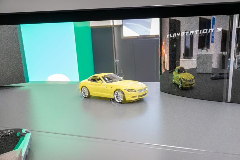 4Kディスプレイに表示した、リアルタイム生成の3D CG映像。CG上ではクルマがBVMになっている