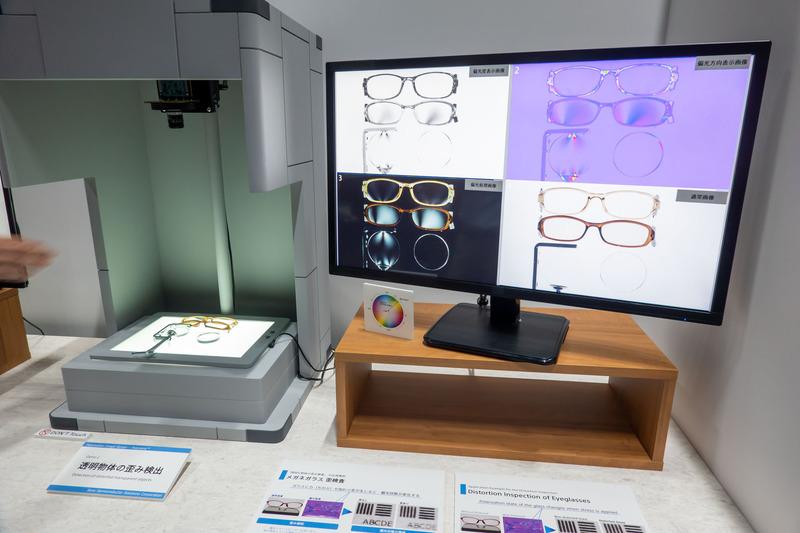 """画素上に4種(0/45/90/135度)の微細な偏光素子を配置することで、人間の目や従来のセンサーでは捉えることができなかった""""偏光""""を可視化。車体塗装の傷検出や、レンズなどの透明な物体の歪みが検出可能になる"""