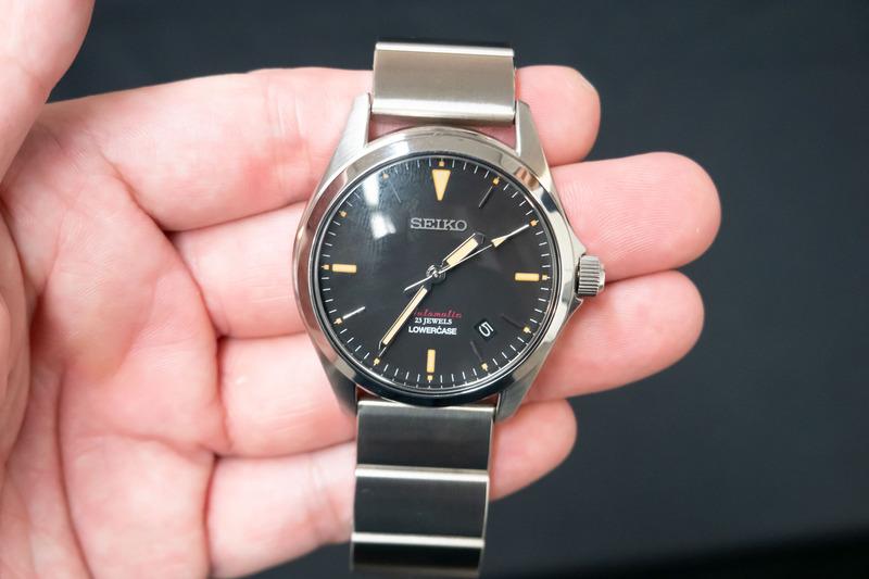 クラシカルデザインを施した機械式時計。機械式はLOWERCASE初プロデュースという
