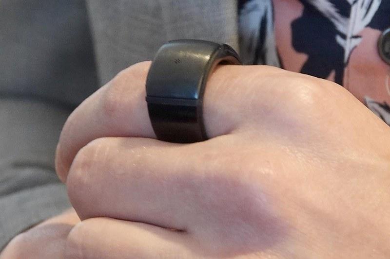 Echo Loop。ちょっとごつい指輪のように見えるが、これがEchoデバイスである