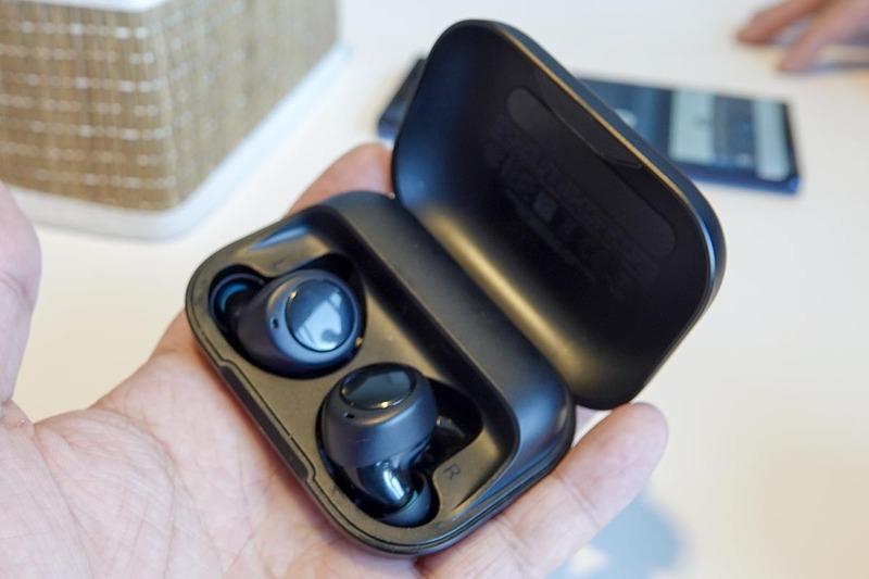 完全ワイヤレスイヤフォンの「Echo Buds」。価格は129.99ドルで、ノイズキャンセル機能を搭載している