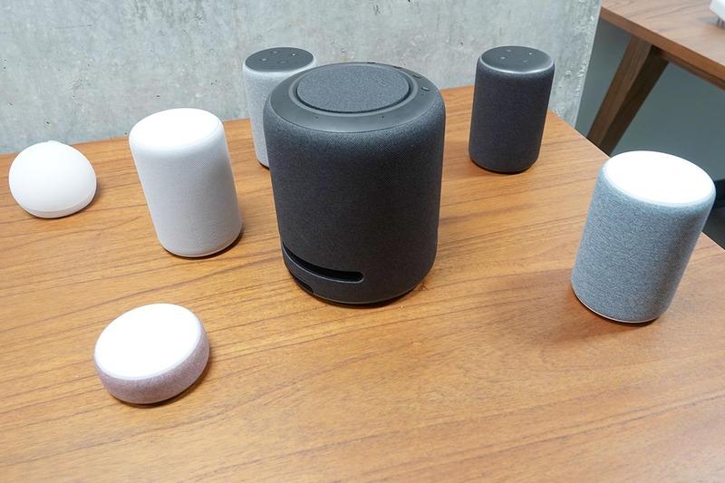 新Echo商品群。筒状のものが第三世代Echo、ひときわ大きなものがEcho Studio
