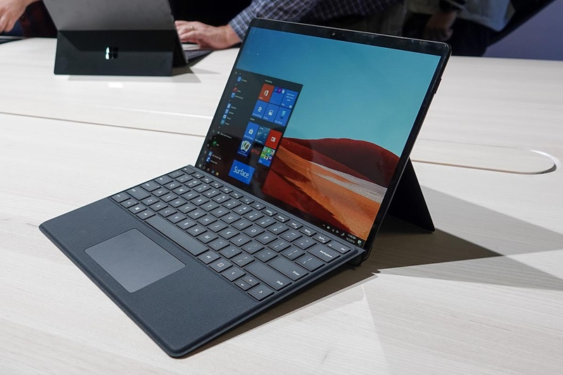 Surface Pro X。アメリカでの販売価格は999ドルから。日本でも販売予定はあるが時期は公開されていない