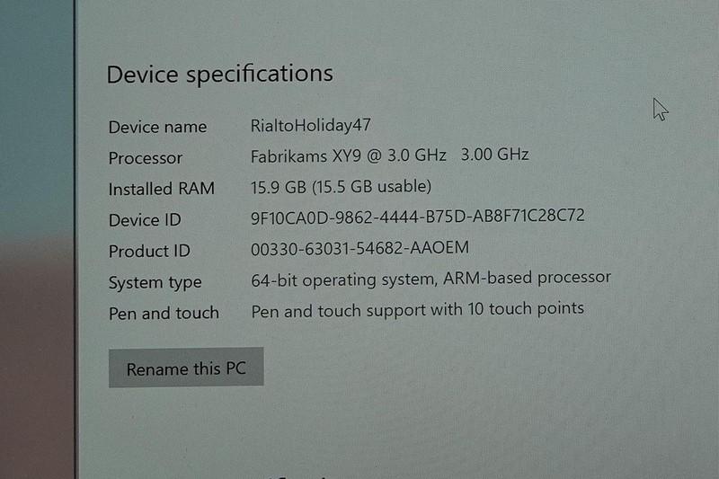 Surface Pro Xのシステム表記。「ARMベースのシステム」であり、メインメモリーが16GBあることがわかる