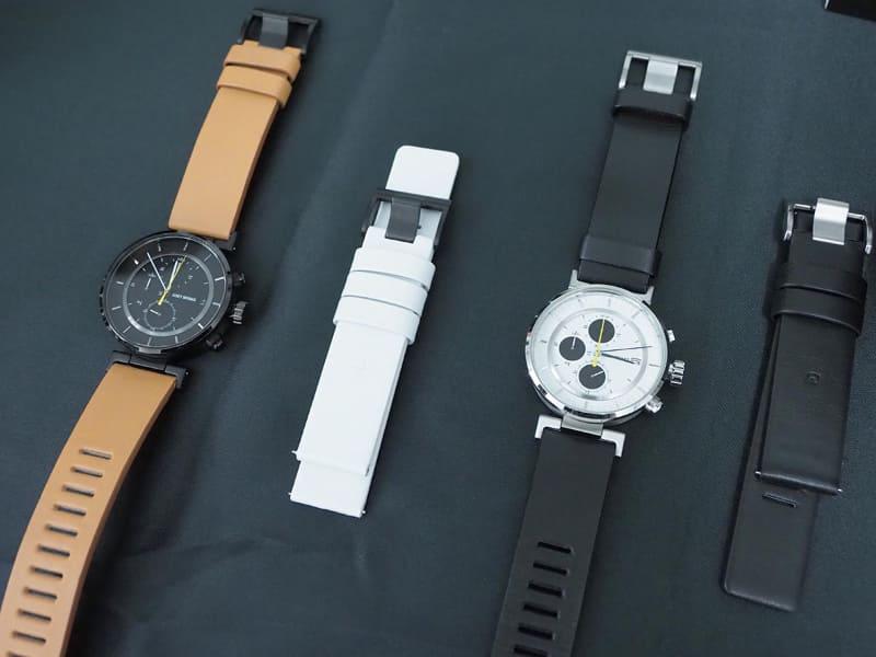左から順に、ブラックモデルのISSEY MIYAKEバンド装着時、同モデルのwena wrist leatherバンド、ホワイトモデルのISSEY MIYAKEバンド装着時、同モデルのwena wrist leatherバンド