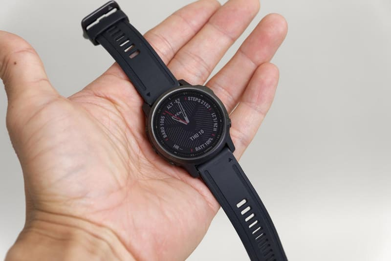 ボディがデカすぎない、できるだけフツーの時計サイズに近いものにしたかった