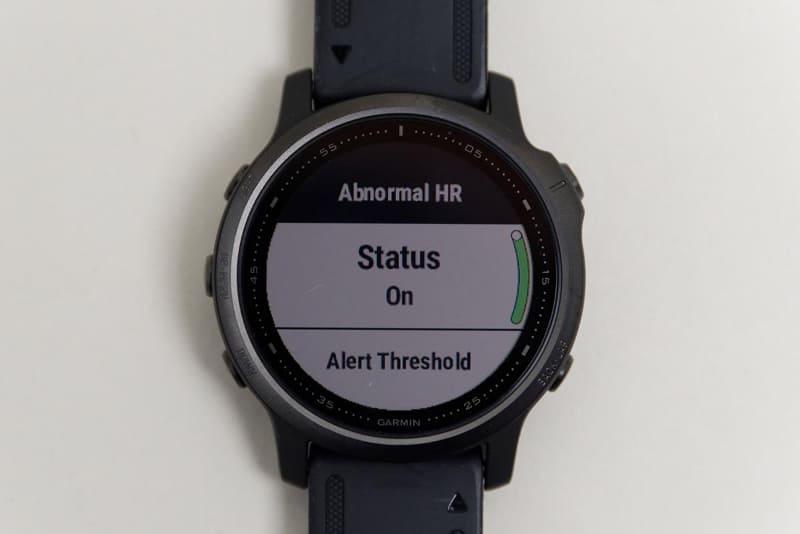 異常な心拍を検知した場合に緊急連絡先に通知する機能