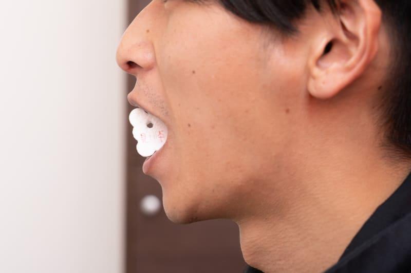 こんな感じで噛んで口を開いた状態にして採取する