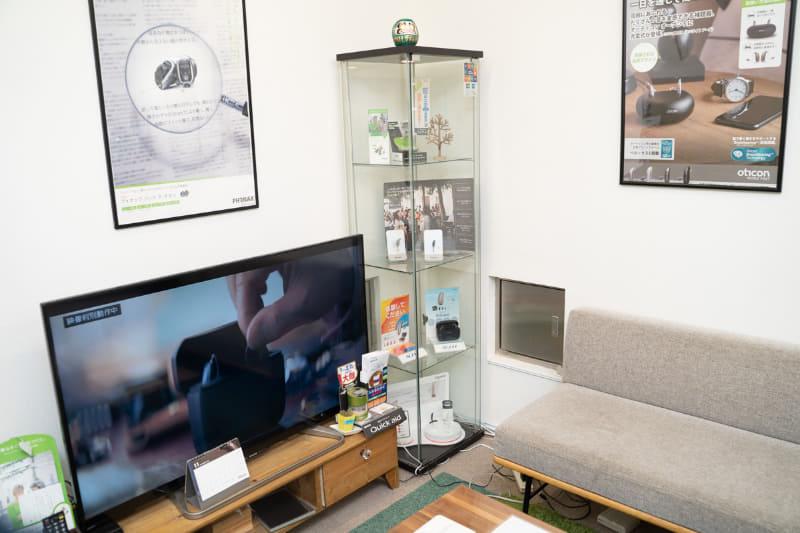 内部は個室に区切られていて、落ち着いた雰囲気。待合室もあり、待っている間に漫画も読める