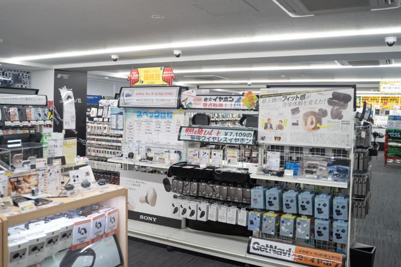 """まさに""""試聴パラダイス""""な「e☆イヤホン 秋葉原店」。ポータブルオーディオファンは1日中いられる空間だ"""