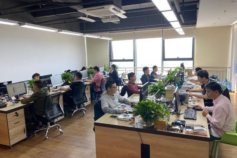 ハードウェアチームよりソフトウェアチームのほうが人数が多い