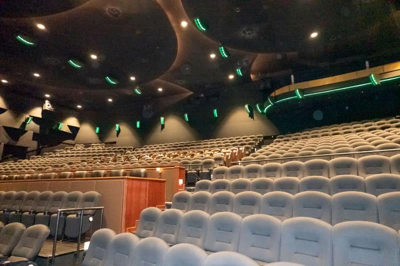 TOHOシネマズ 六本木のDolby Atmos劇場。天井にもスピーカーが設置されていることが分かる