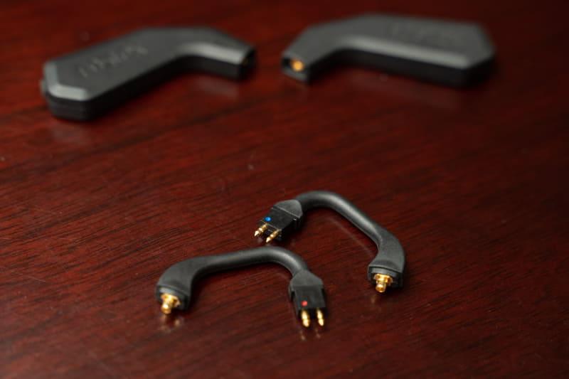 ショートケーブル自体を交換する事で、MMCX端子以外のイヤフォンも取り付けられる容認なる