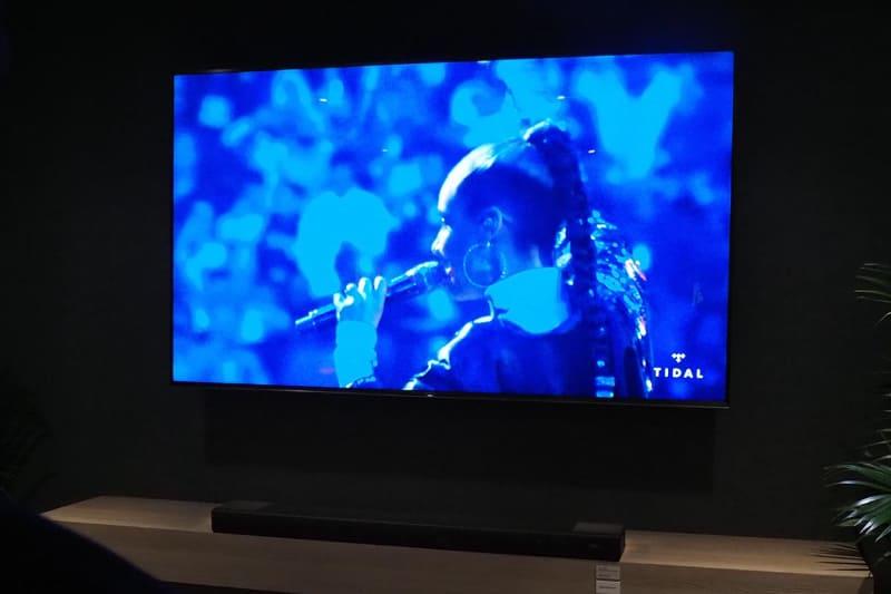 ライブ映像もリアルな音響で楽しめる