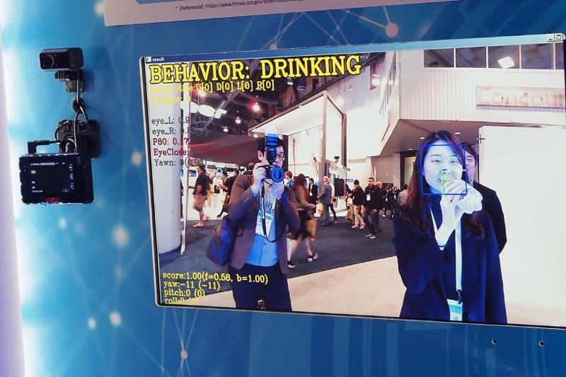 ドライバーのスマホ通話や、飲み物を飲んでいるなどの状態を画像で認識