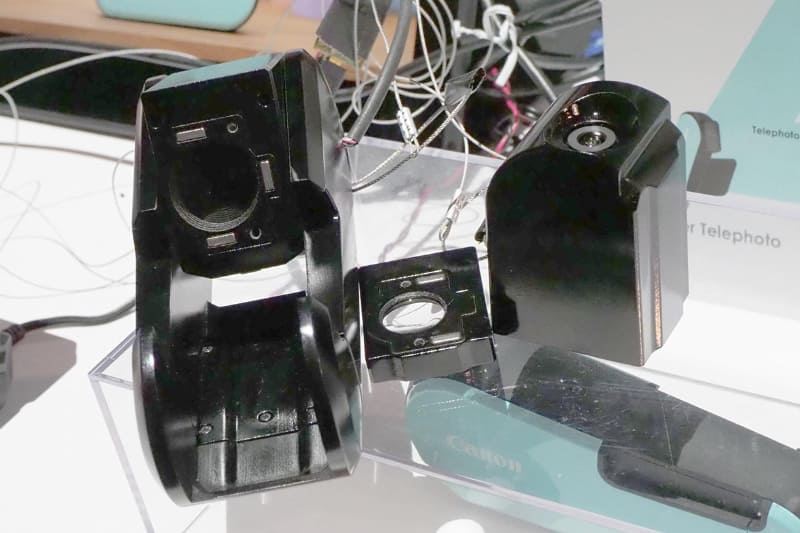 接写や広角など用途に応じて、着脱や変形が可能