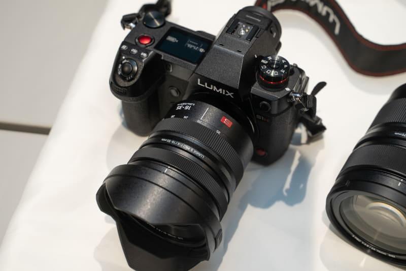 LUMIX S PRO 16-35mm F4 S-R1635を取り付けたところ
