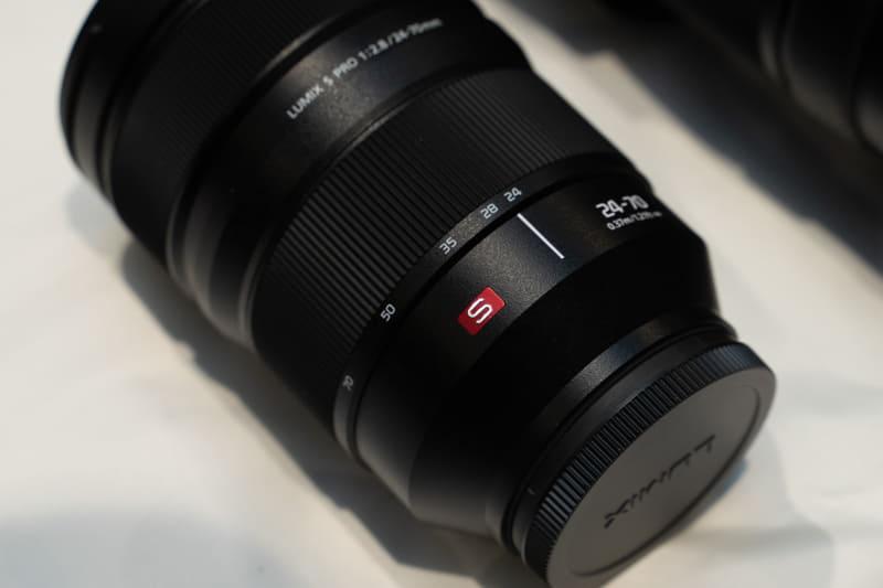 LUMIX Sシリーズは、レンズに赤い「S」マーク