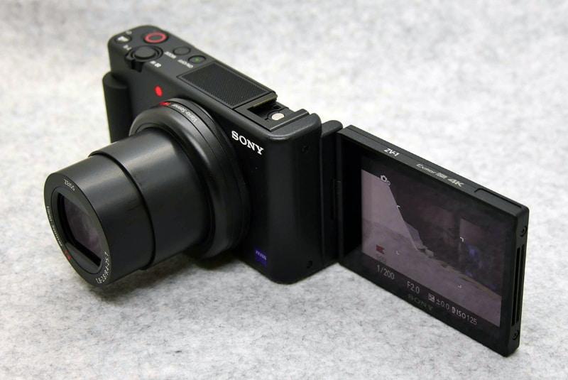 自撮りスタイルはこのようになる。録画ランプが前面にあるのでわかりやすい