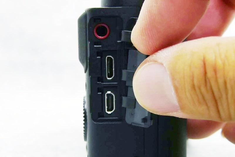 コンパクトカメラでマイク端子装備は珍しい