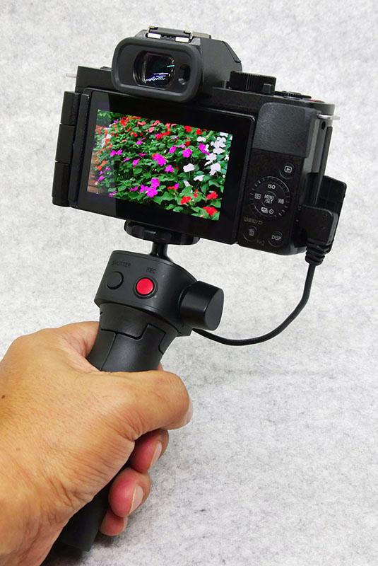 カメラとはUSBで接続する