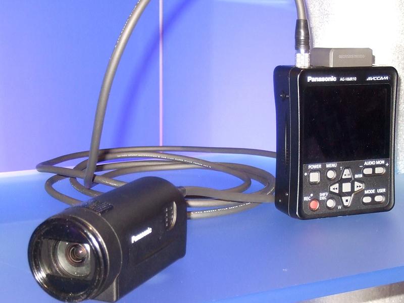 小型カメラヘッド「AG-HCK10」と「AG-HMR10」収録ユニット