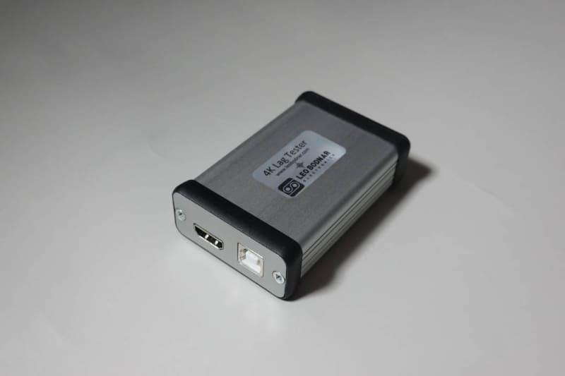 本体は名刺サイズケース程度。接続端子はUSBタイプB端子とHDMIタイプA端子のみ。スイッチ類は一切ない