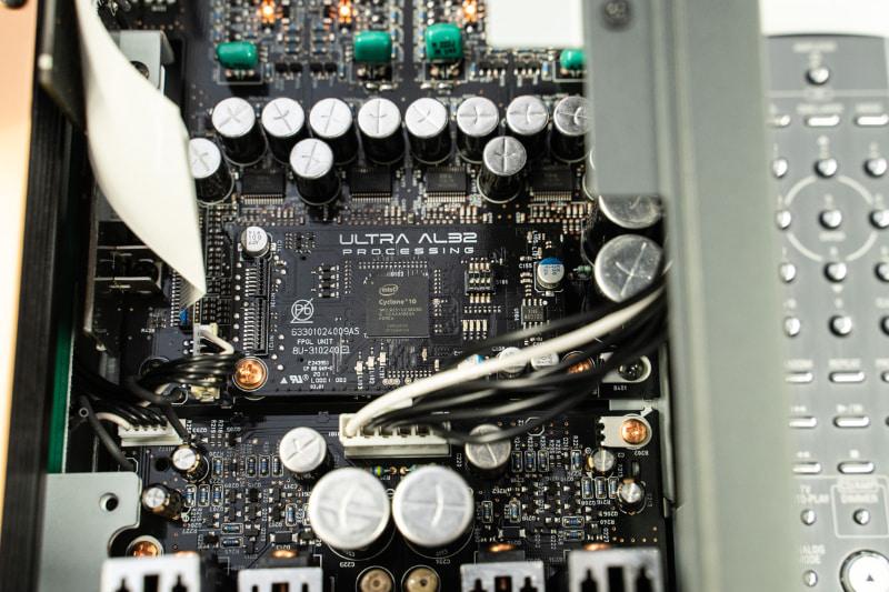 中央が「Ultra AL32 Processing」の回路