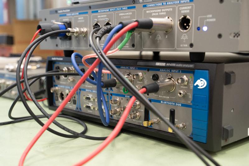 下段が最高峰の「APx555B」シリーズ、上段がインターフェース「APx1701」