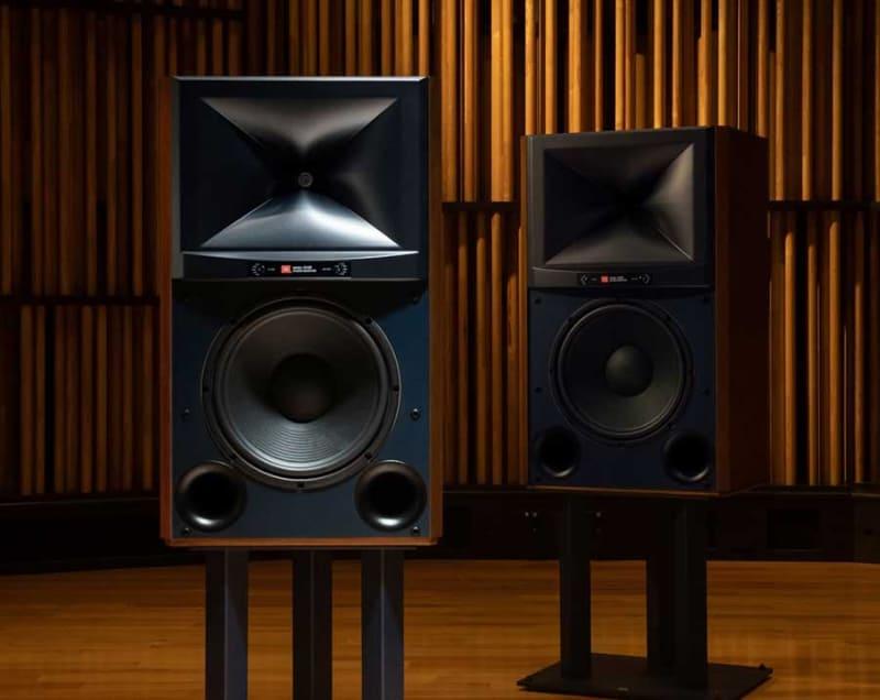 ミドルサイズ2ウェイスタジオモニター「JBL 4349」
