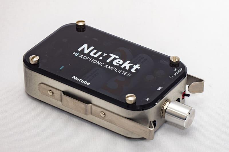 真空管ポタアンキット「Nu:Tekt」。3.5mmステレオミニプラグで信号に噛ませてやると、アナログ的なまろやかさを手軽に加えられる