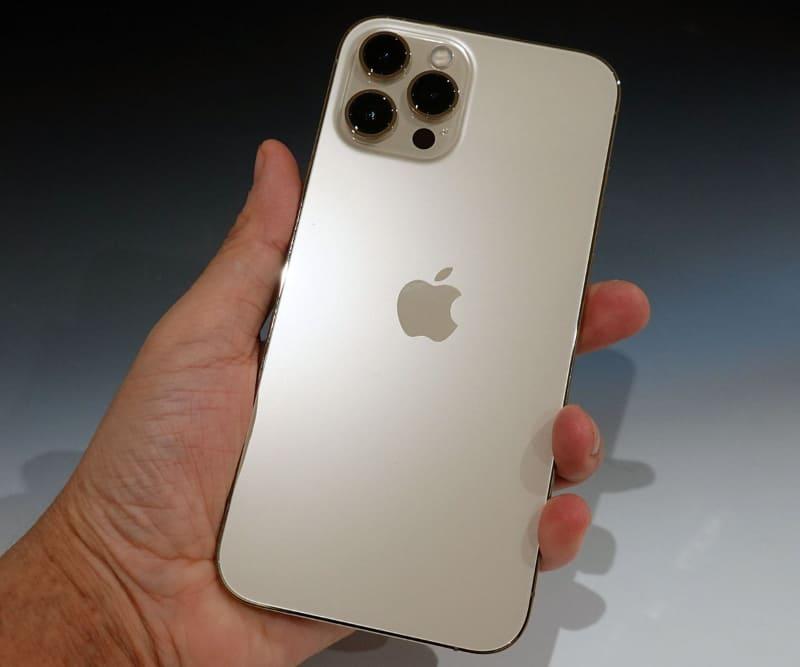 iPhone 12 Pro Max。カラーはゴールド