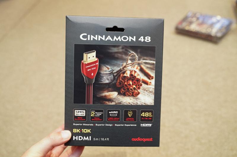 Cinnamon48のパッケージ。製品ごとに端子やケーブルの配色を変えている