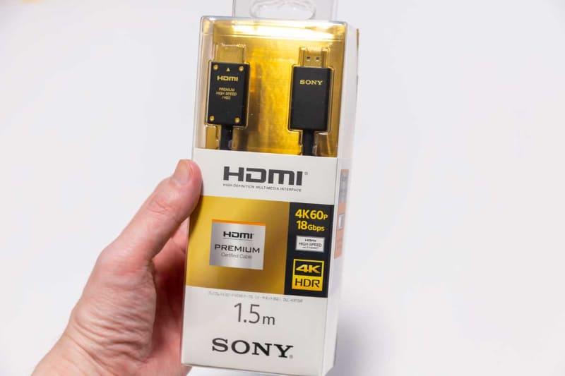 """現在発売されている、プレミアムハイスピードHDMIケーブル(写真はソニー)。帯域幅は18Gbpsまでサポートしているので、4K/60pなどの信号が伝送できる。ARCを利用する場合は""""イーサネット対応""""をお忘れなく"""